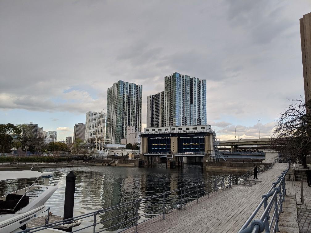 運河とマンション